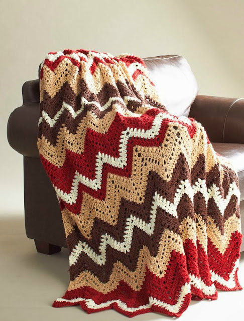 Crochet zig zag blanket with graphic