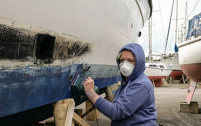 Photo of sanding the boot top line and antifoul paint