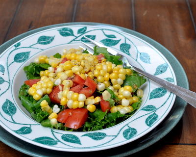 How to cook corn in the microwave ♥ AVeggieVenture.com. Quick, quick, so good!