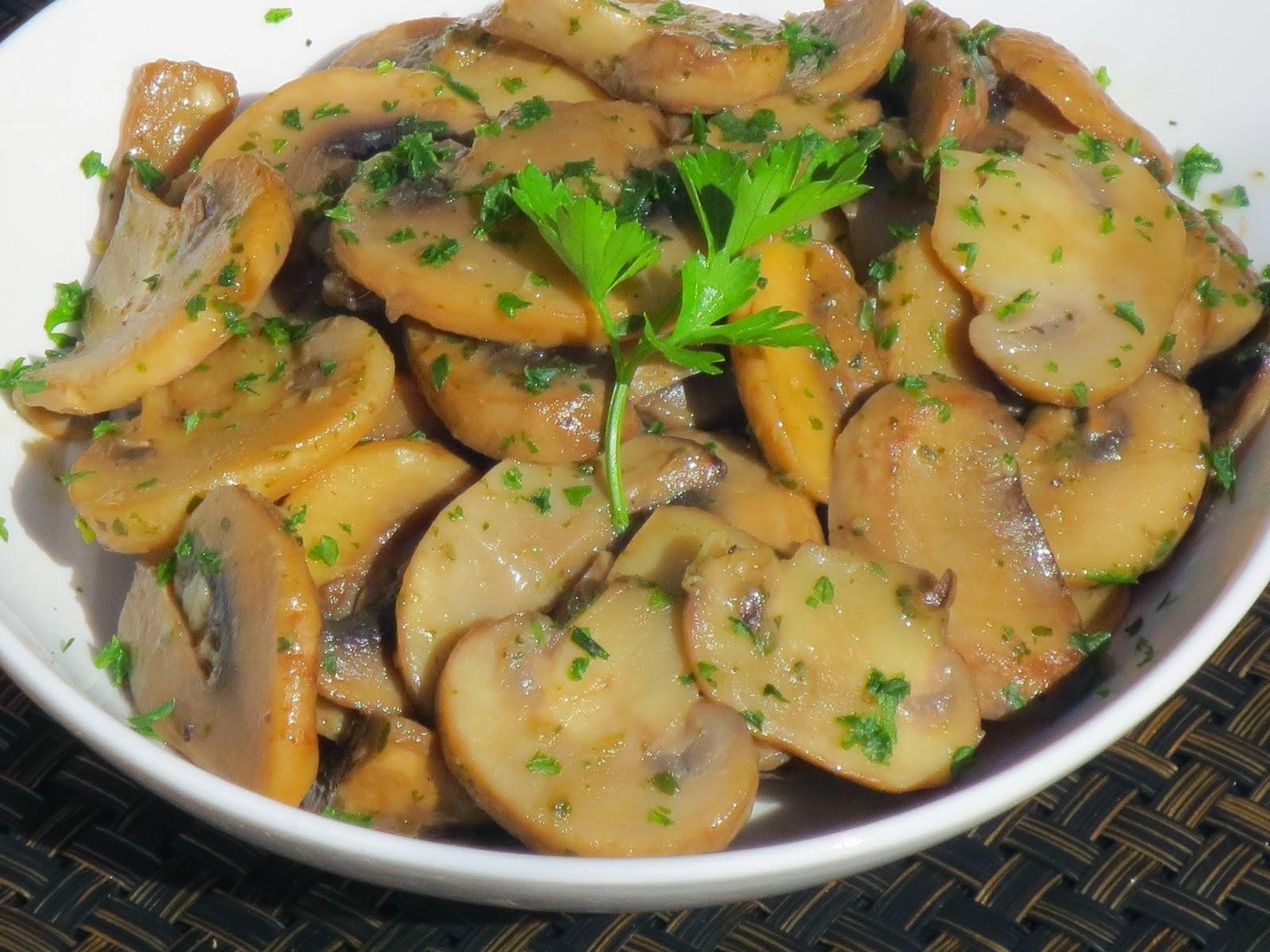 Champiñones al ajillo Ana Sevilla cocina tradicional