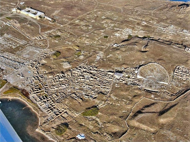 Pompeii and Delos come closer together