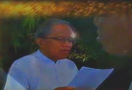 Puisi Rindu Pada Stelan Jas Putih dan Pantalon Putih Bung Hatta – Taufiq Ismail
