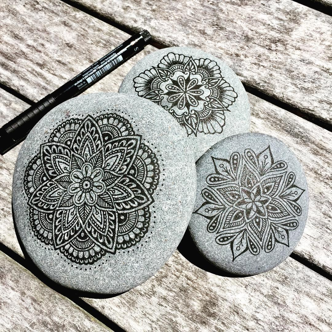 09-Mike-Pethig-Precise-Hand-Drawn-Stone-Mandala-Drawings-www-designstack-co