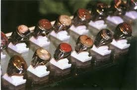 peradaban manusia telah mengenal berbagai karya seni Seni Kriya (Pengertian, Fungsi, Jenis Jenis dan Contoh)