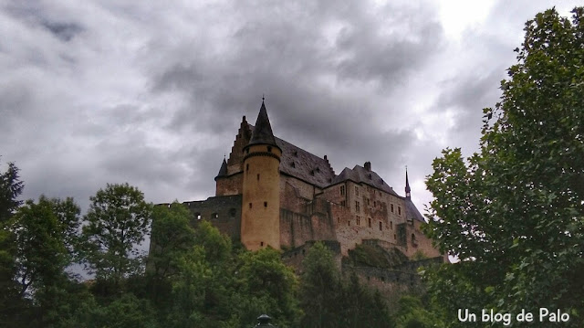 Vistas del castillo desde la bajada hacia Vianden