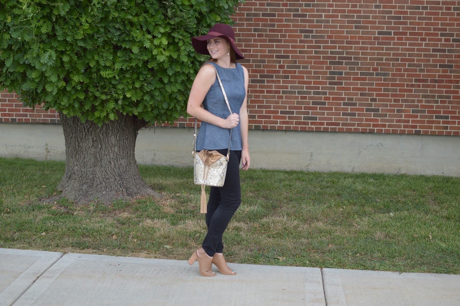 chambray peplum top for fall | what to wear for fall | fall outfit ideas | black jeans with a chambray top and floppy hat |