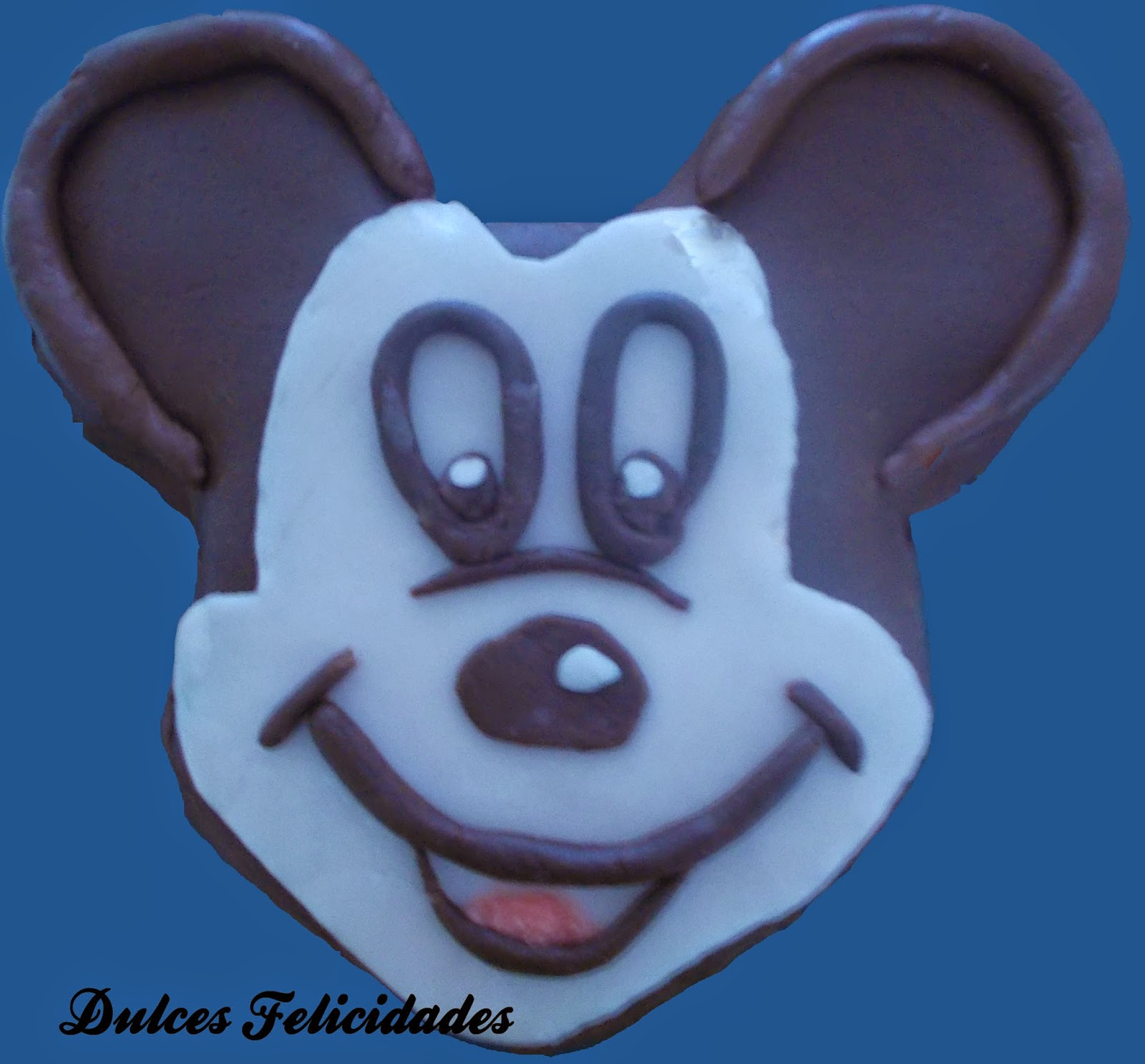 Cara Mickey Mouse con fondant de chocolate