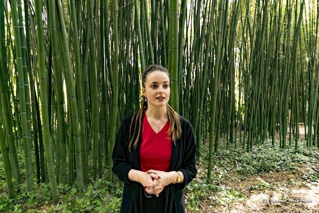 Anaïs, nuestra guía en la Bambouseraie de Cévennes, Francia por El Guisante Verde Project