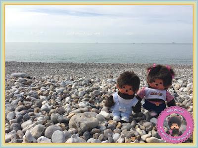 bubbles et Diana les Monchhichi, Maddy et Baby les bebichhichi - plage du Havre - galets