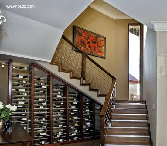 Mobiliario bajo escalera de interior