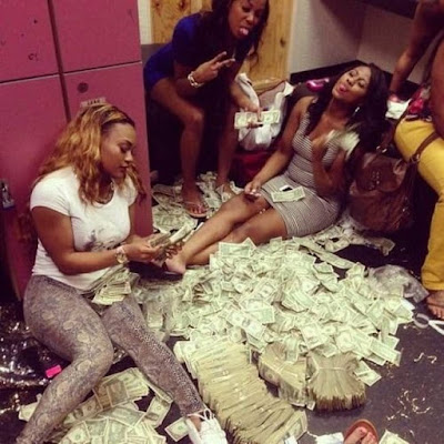 Must observed 10 good signs to know  if your girl is dating you for money or not