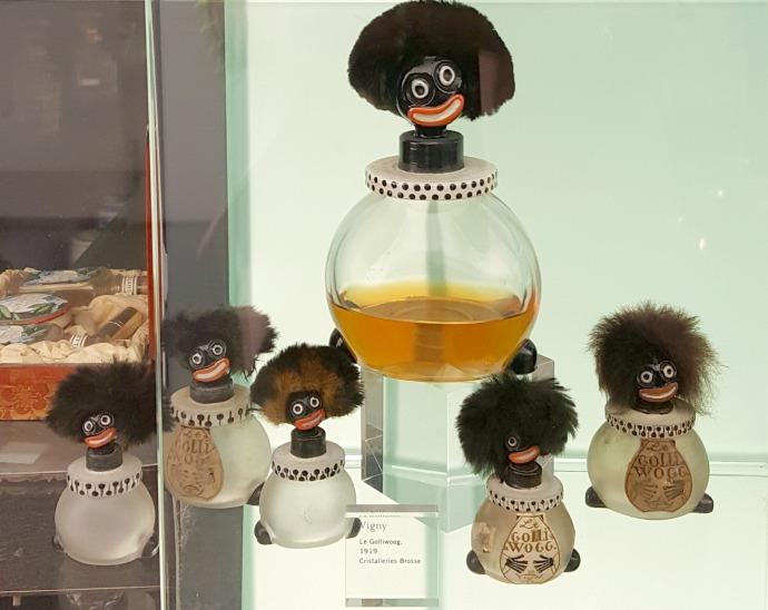 envases de perfume de negrito zumbon en el museu del perfum andorra
