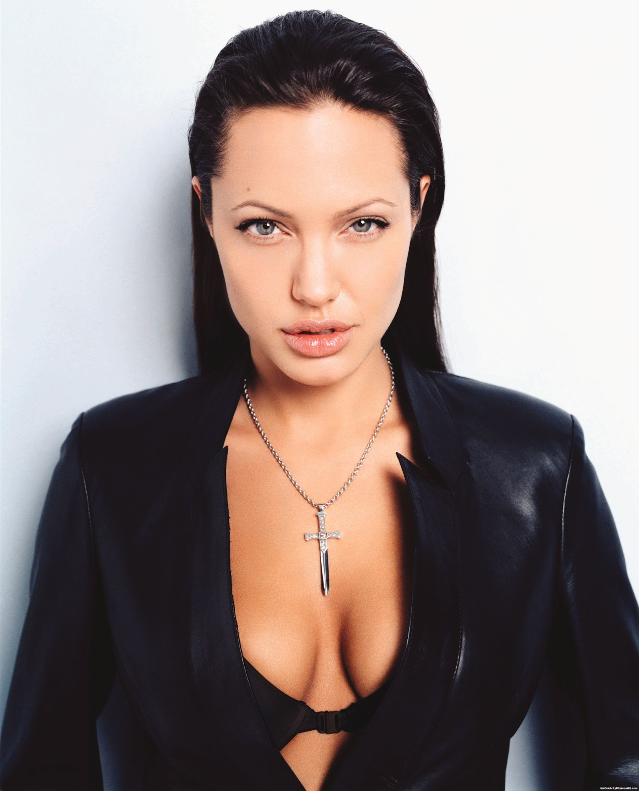 Celebrity Measurements Angelina Jolie Bra Size Weight And