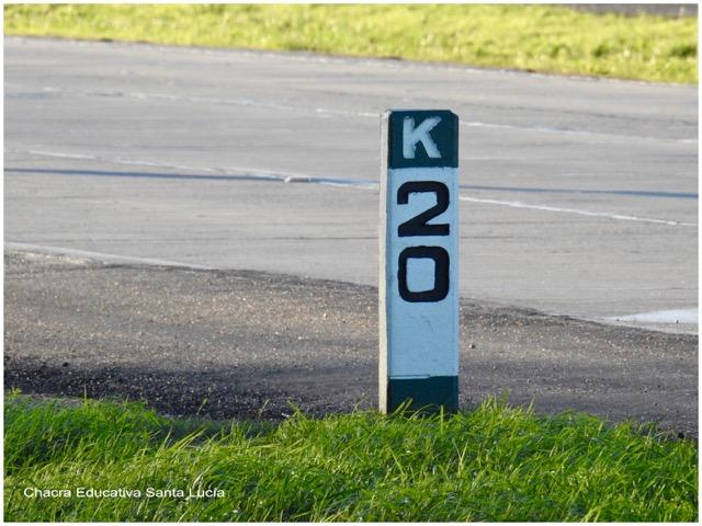 Kilómetro 20 señalado en la Ruta - Chacra Educativa Santa Lucía