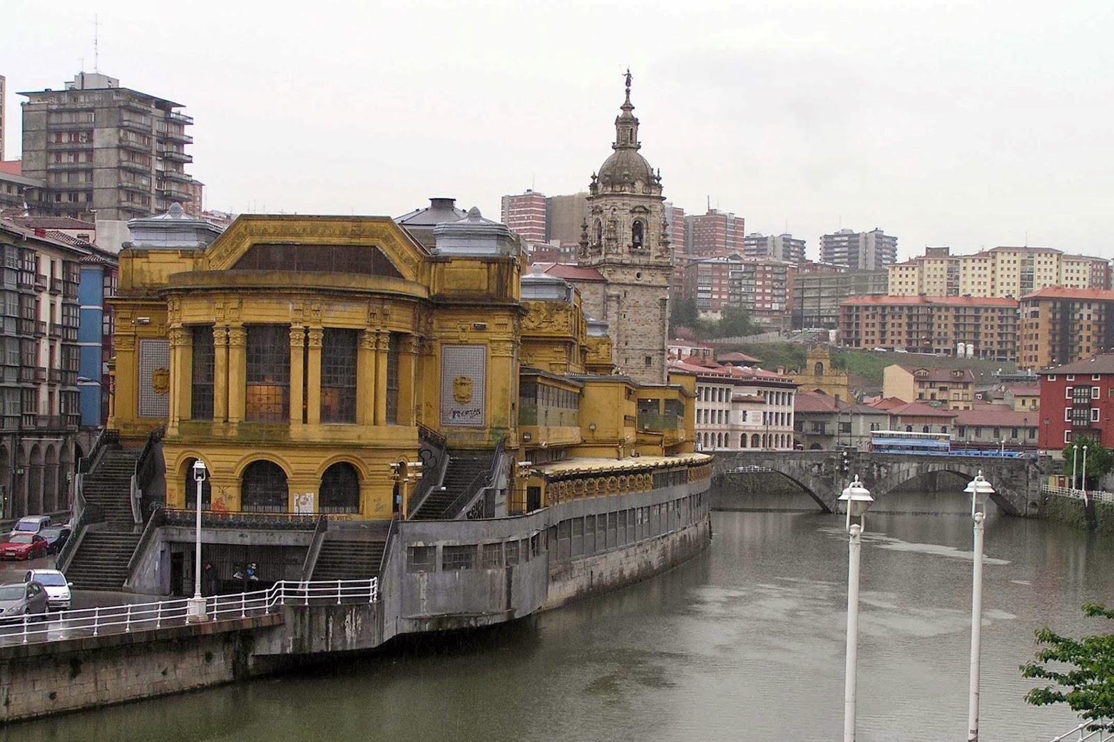 Mercado de la Ribera, y la iglesia de San Antón.