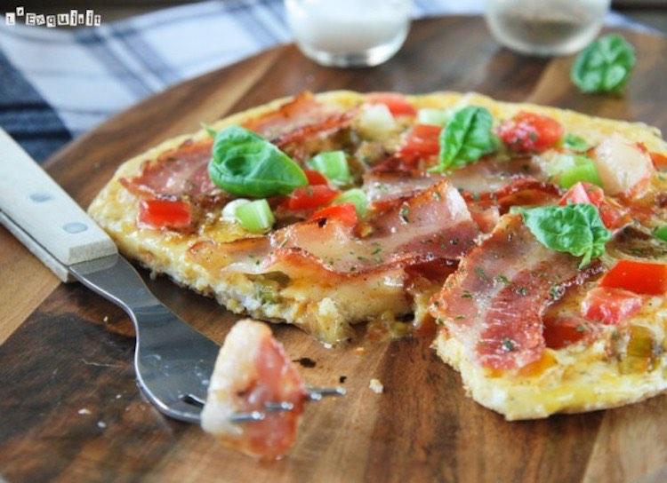 tortilla de tomate, bacon y cebolleta