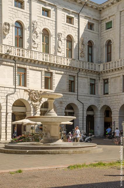 Piazza della Frutta Padua Padova Italia turismo