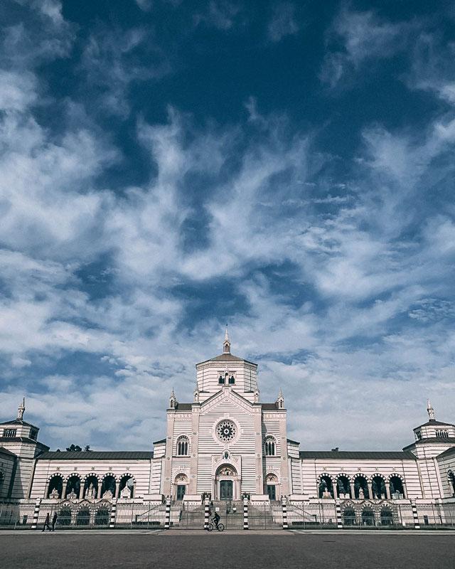 Entrada al cementerio monumental de Milan