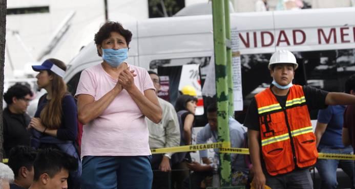 Peña Nieto pide a la población calma tras sismo y cifra de muertos sube a 230