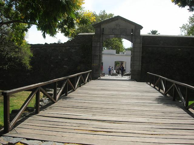 Antiga muralha e porta da cidade - Colonia del Sacramento - Uruguai