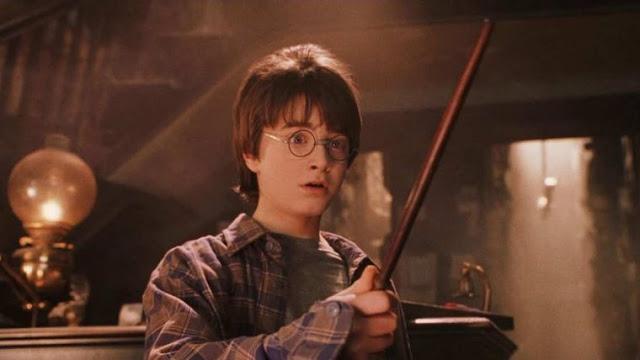 O engenheiro Adam Thole, possui um filho muito fã de Harry Potter. Inspirado pelo universo temático dos parques da Universal, o engenheiro desenvolveu um sistema que permite controlar a Smart Home com uma varinha – Confira!