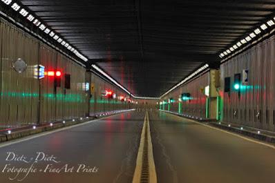 00:56 Uhr - leerer Tunnel an der Kantonsgrenze Uri / Tessin. Wenn`s ruhig ist, ist das Zirpen der Grillen hinter den Tunnelwänden zu hören