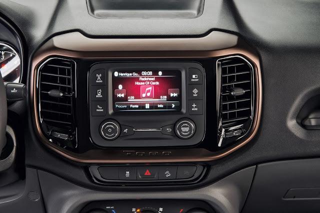 Fiat Toro Volcano 2.0 4x4 Diesel - interior - sistema Uconnect