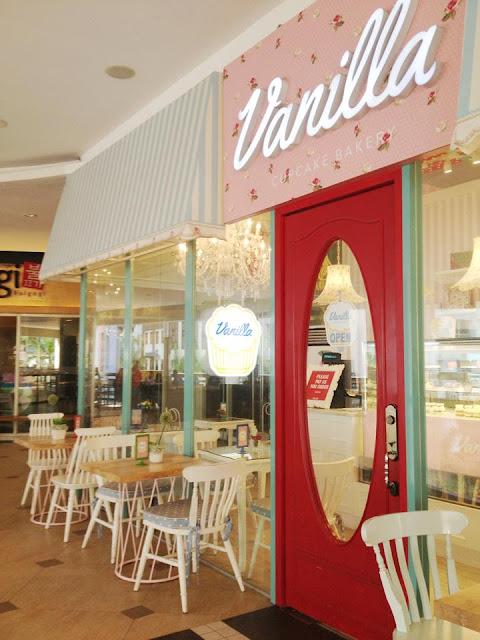 Cupcake Love: Vanilla Cupcake Bakery