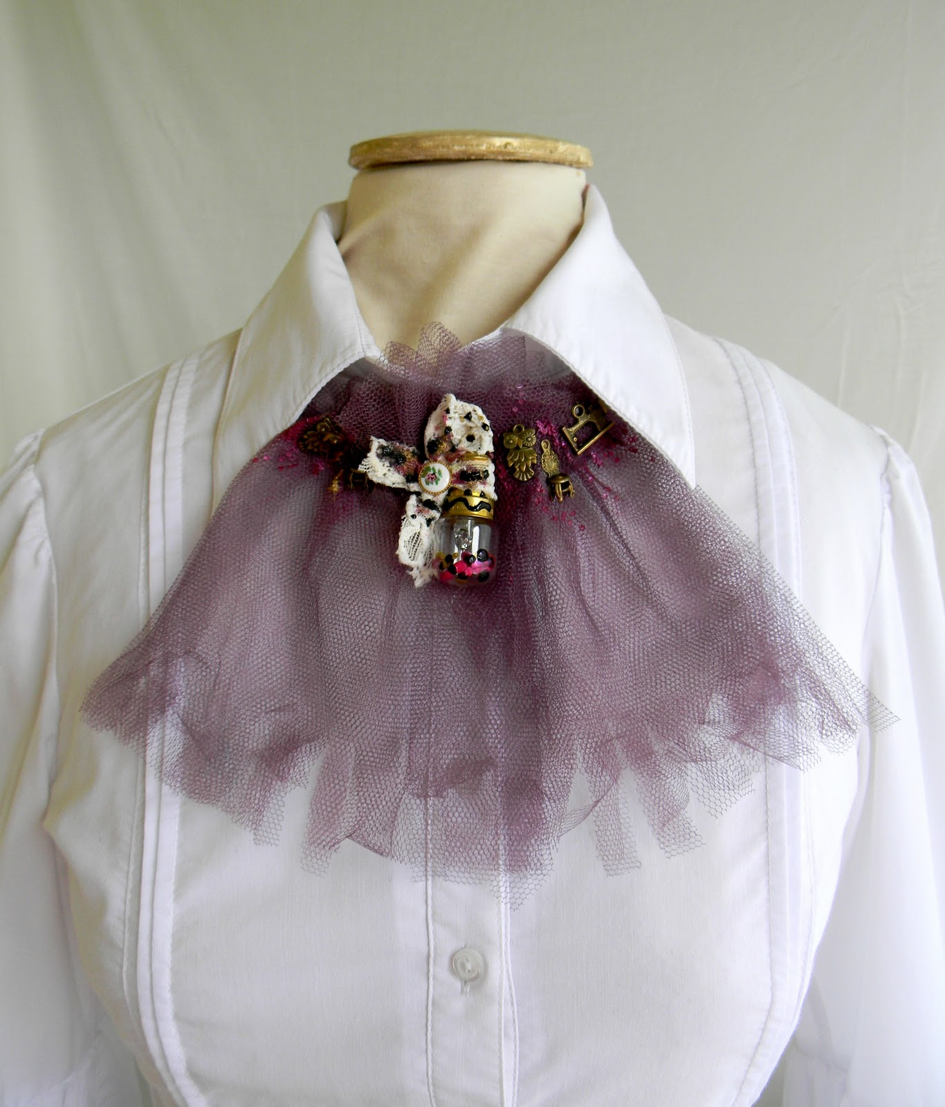 """Magenta effect"" Jabot SOLD OUT"