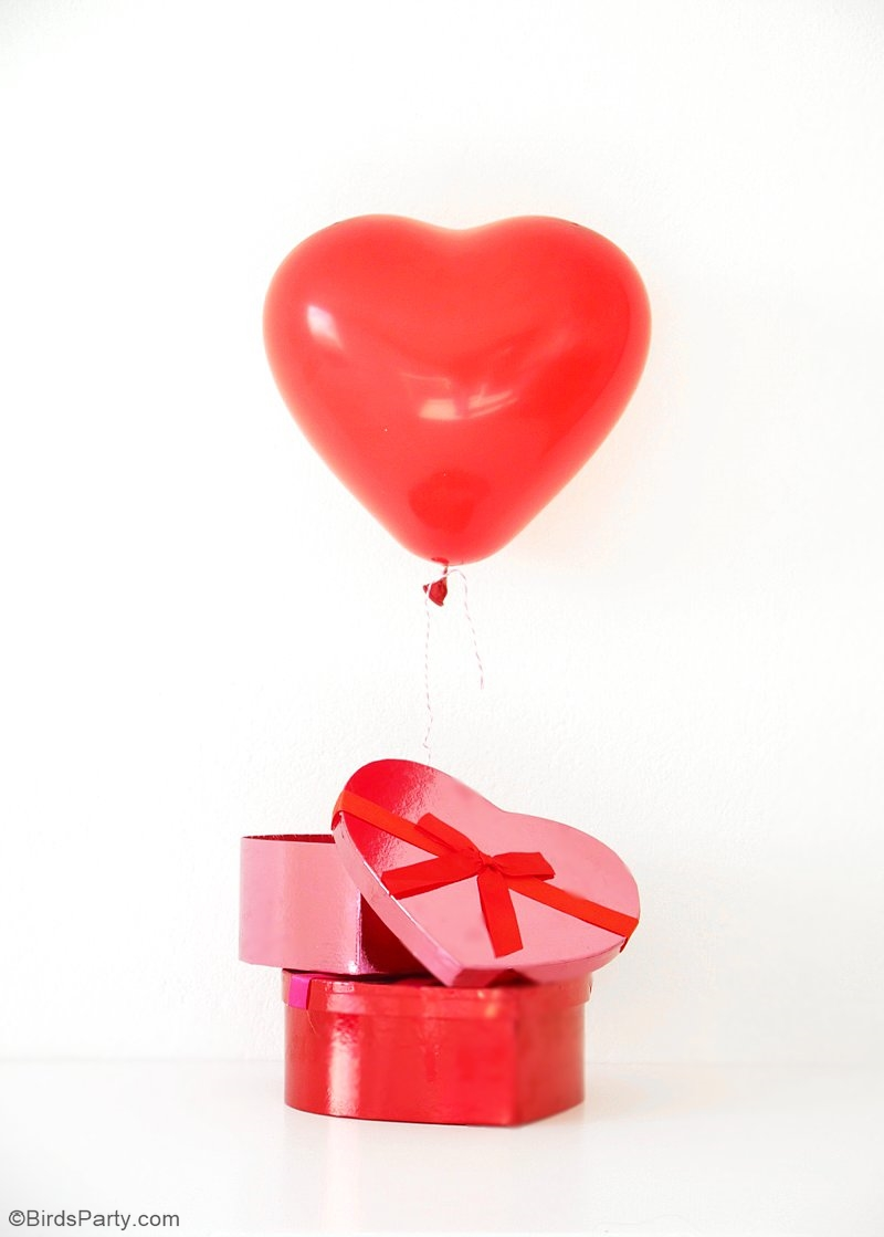 DIY Valentine's Balloon Favors with Free Printables - click to download your freebies and create a simple and quick party favor or gift! | BirdsParty.com