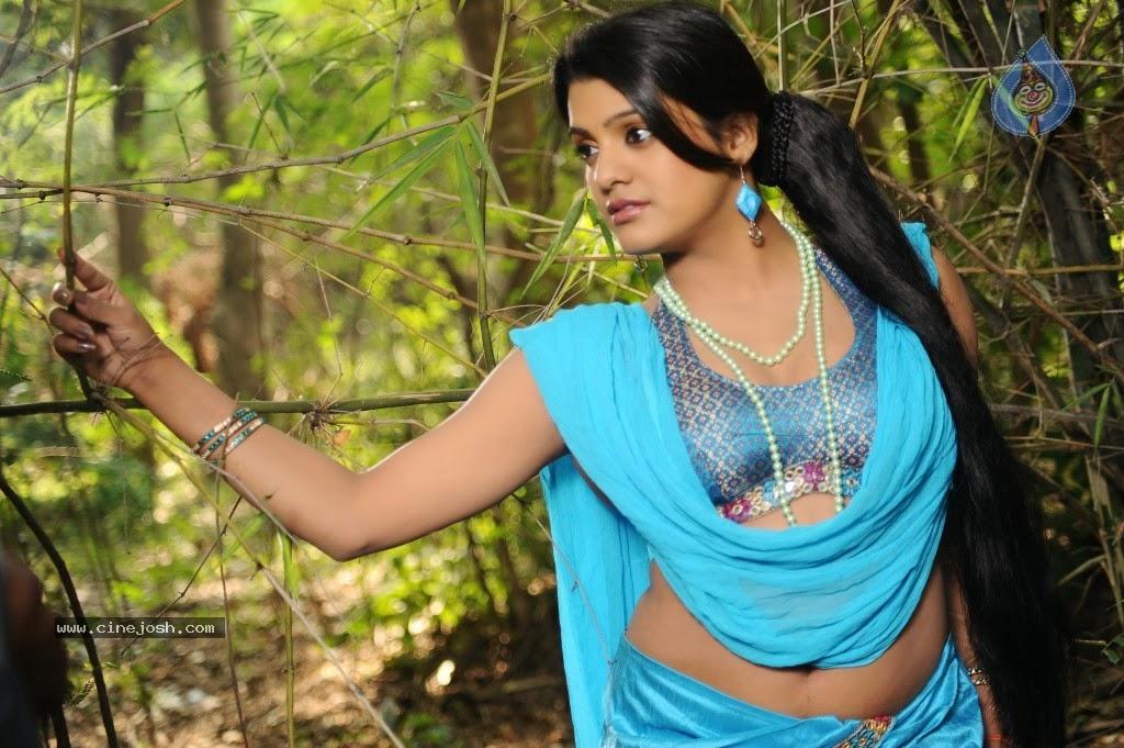 Armpit Actress Photo: Tashu Kaushik Showing Her Armpit