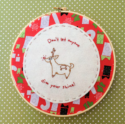 http://www.candyflossramparts.com/free-pdf-pattern-shiny-reindeer-embroidered-hoop-art/