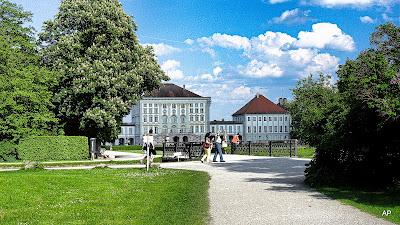 Widok na pałac od strony ogrodu