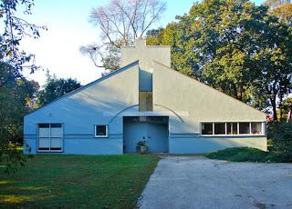 Rumah Postmodern Pertama