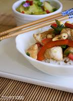 (Stir-fry z kurczakiem i orzechami nerkowca