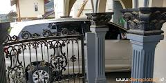 tempat parkir satu mobil di homestay dieng