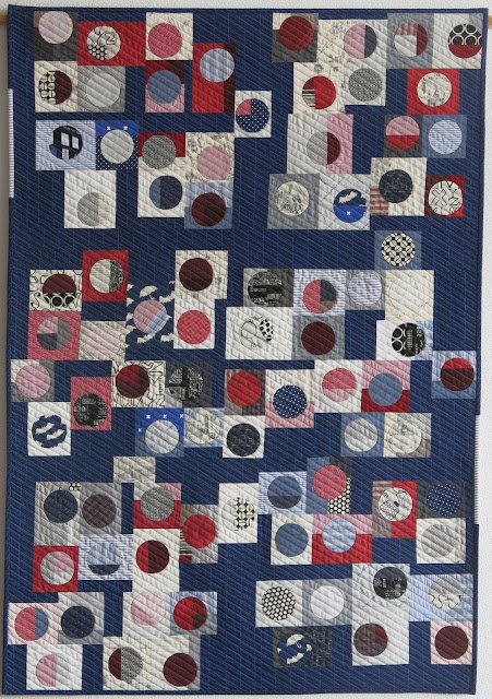 Luna Lovequilts - Infinité I - A finished quilt - Entry for the Blogger's Quilt Festival - Fall 2016