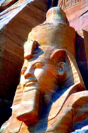 Cabeza de una colosal estatua de Ramsés II