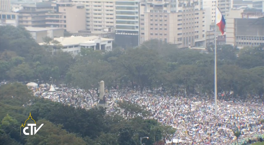 Crowd in Luneta Park during Pope Francis culminating holy mass