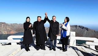 kim-moon-shake-hand-holy-volcano
