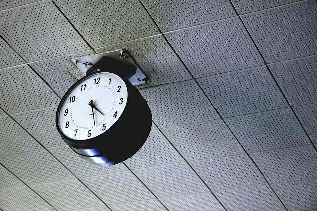 Mies van der Rohe clock