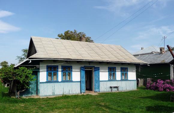 Лужаны. Типичный жилой дом на Буковине