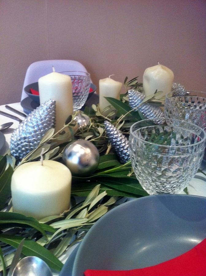 mesa decorada para celebrar comidas