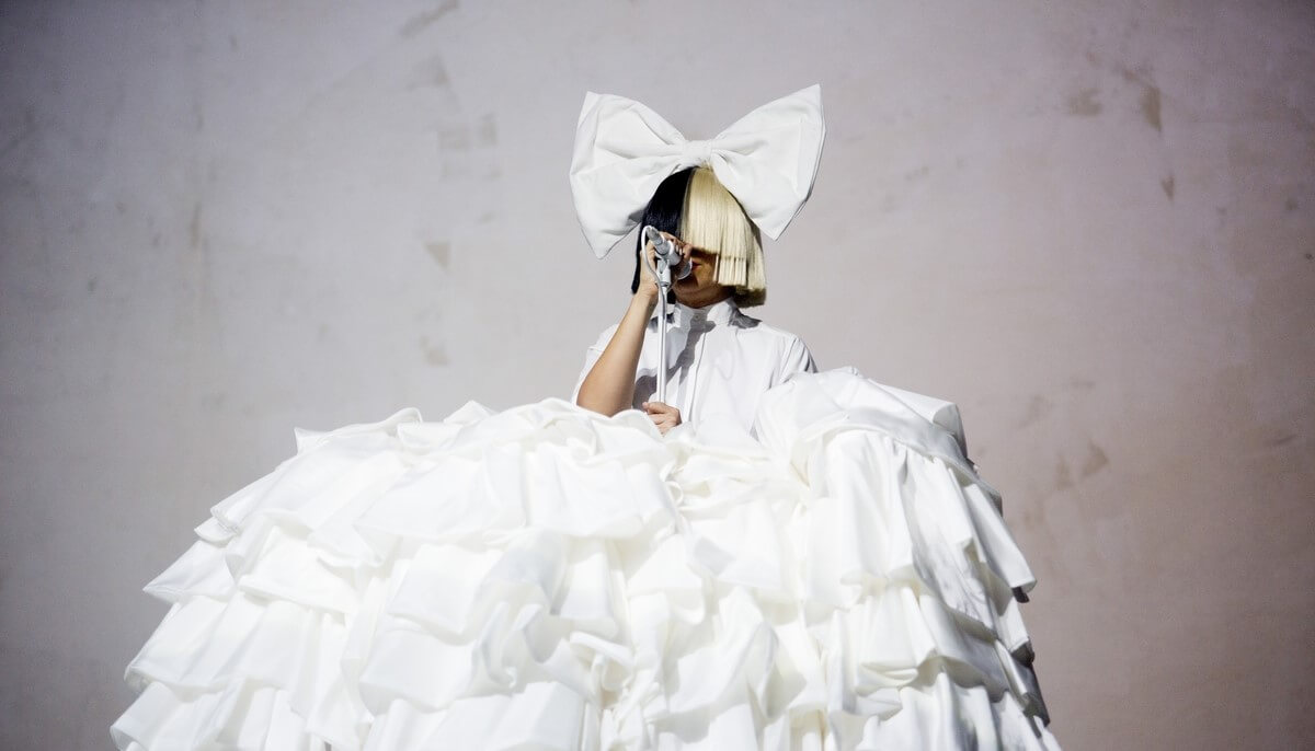 "Sia lanzará una versión deluxe de ""This Is Acting"""