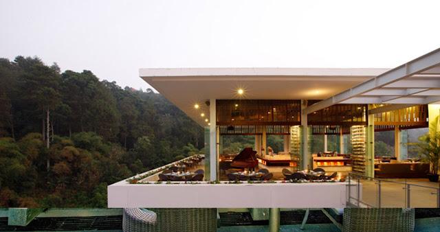 The Restaurant, Di Padma Hotel