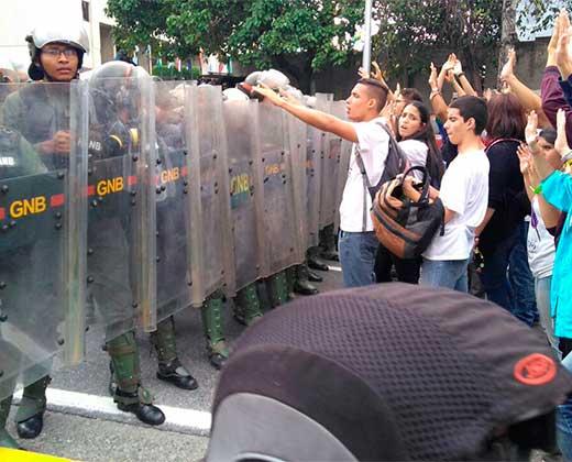 ¡A ESTA HORA! GN reprime protesta estudiantil frente al TSJ y detiene a tres personas (+Videos)