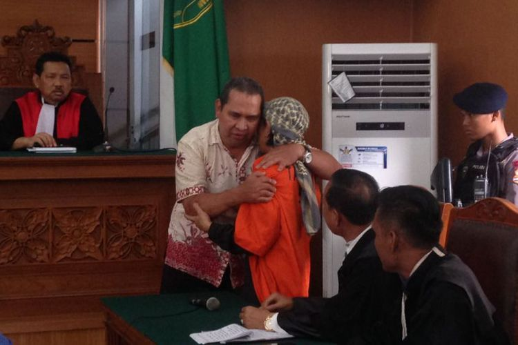 Momen Haru Saat Korban Hampiri dan Peluk Pelaku Bom Thamrin di Persidangan