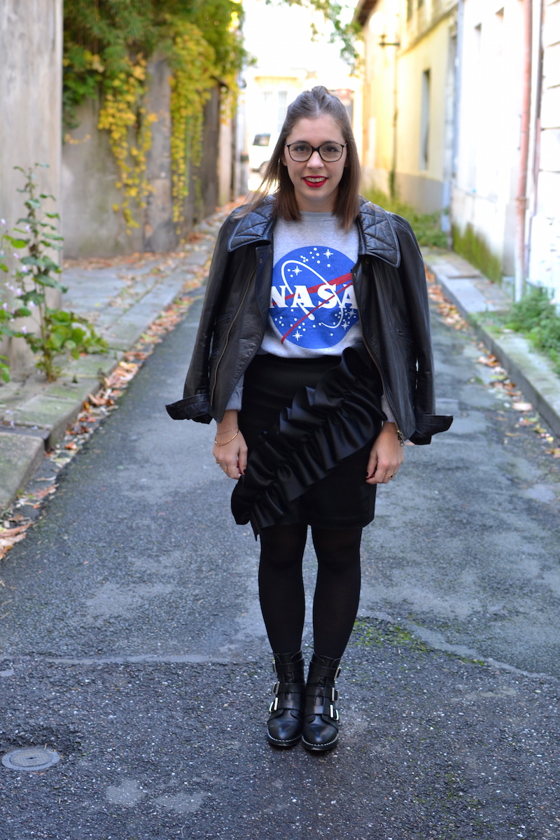 Perfecto Isabel Marant, pull NASA smmydress,jupe noire à froufrous & other stories, bottines Pimkie