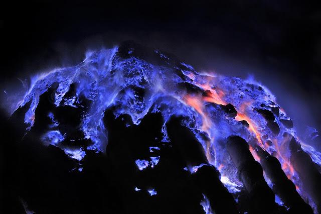 Lava_Azul_Kawah_Indonesia