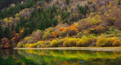 6 Danau Tercantik di Dunia dengan Air Sebening Kristal